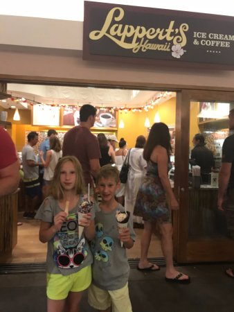 Lappert's Ice Cream: busy even right before they close
