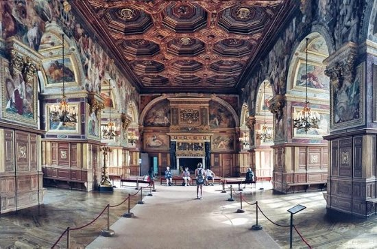 Fontainebleau and Vaux Le Vicomte...