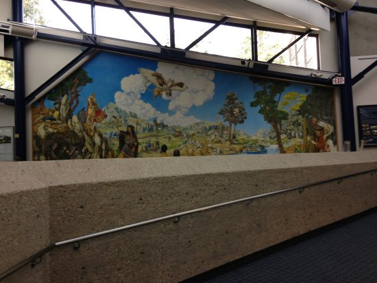 Thousand Oaks, CA: Mural located in the seating area