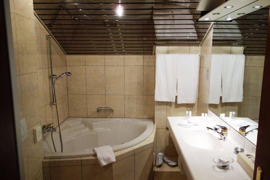 Lieblich Hotel Schweizerhof: Modernes Bad Mit Sep. Dusche