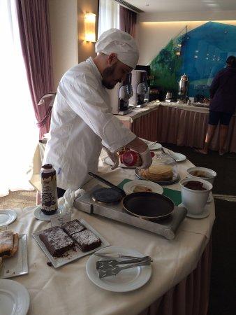 Amalia Hotel: he made pretty decent crepes!