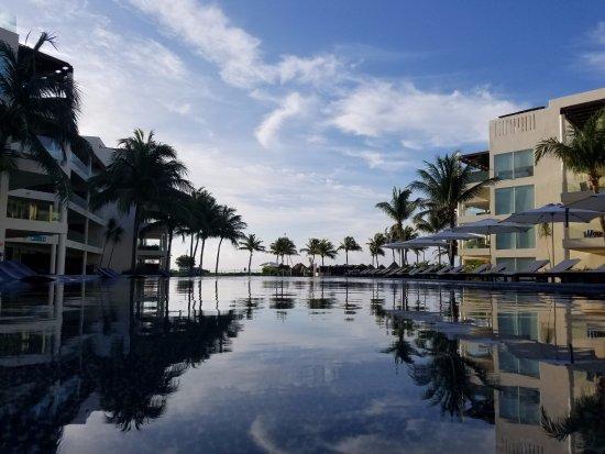 The Elements Oceanfront & Beachside Condo Hotel: Incredible vista