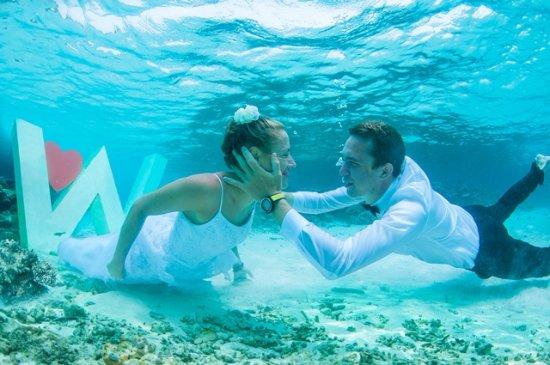 W Maldives: Underwater wedding