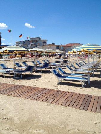 Spiaggia foto di bagno romano 73 bellaria igea marina tripadvisor - Bagno romano igea marina ...