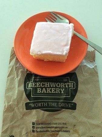 Beechworth Bakery: Vanilla slice...