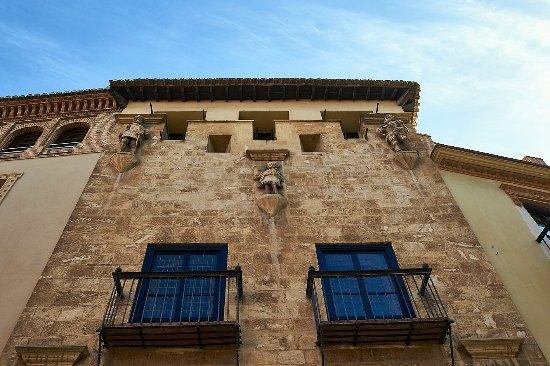 Musée de Casa de los Tiros : Fachada donde se pueden ver las saeteras con los fusiles , de ahí el nombre de Casa de los Tiros