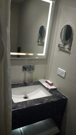 Hotel Swaran Palace: Bathroom