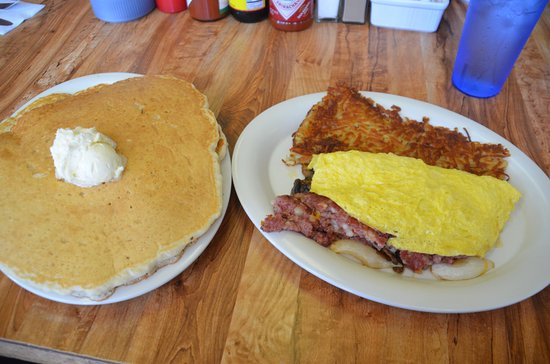 Hawaiian Style Cafe : Three egg omelet with corned beef hash and pancakes