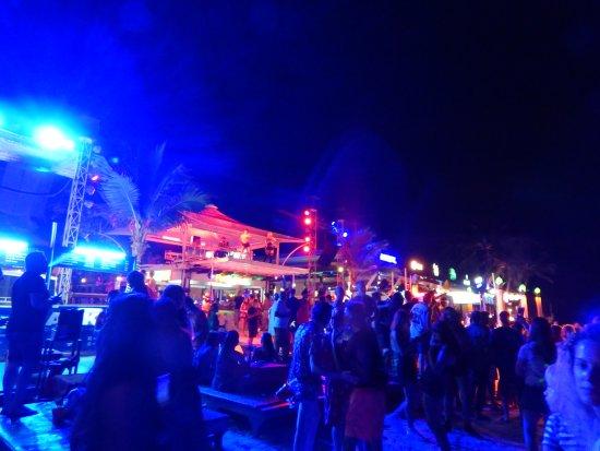 Ark Bar Beach Club: beach party