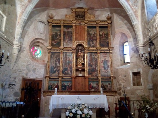 Alburquerque, Spagna: Altar area