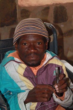 Hlane Royal National Park, Suazilandia: Mr Pushba, local craftsman.