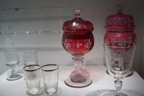 Sars-Poteries, Fransa: Gobelets et verres à pied Musée du verre