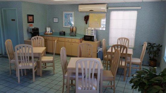 Victorian Inn: Breakfast Area