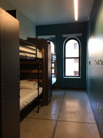 Hostelling International - Boston: 4 bed female dormitory