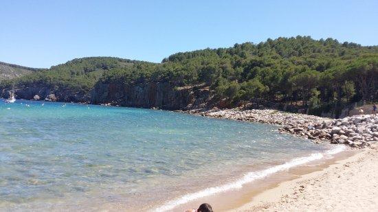L'Escala, Spanje: Cala Montgó, un rincón donde perderse y que se une la montaña y el mar.