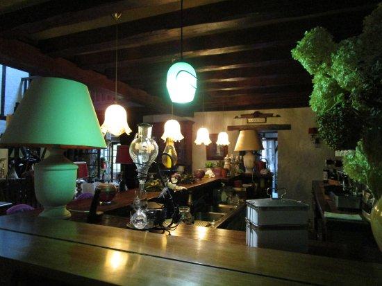 La Chaussee-Saint-Victor, Francia: The breakfast bar.