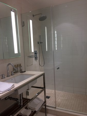 Cassa Hotel 45th Street New York: Bathroom