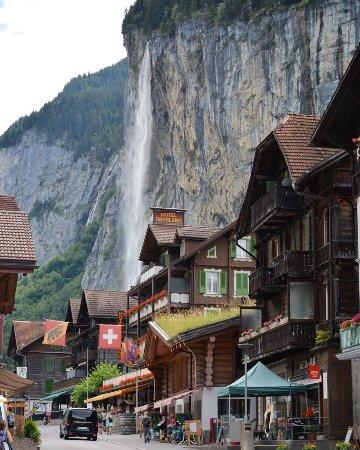 Lauterbrunnen Valley Waterfalls: photo3.jpg