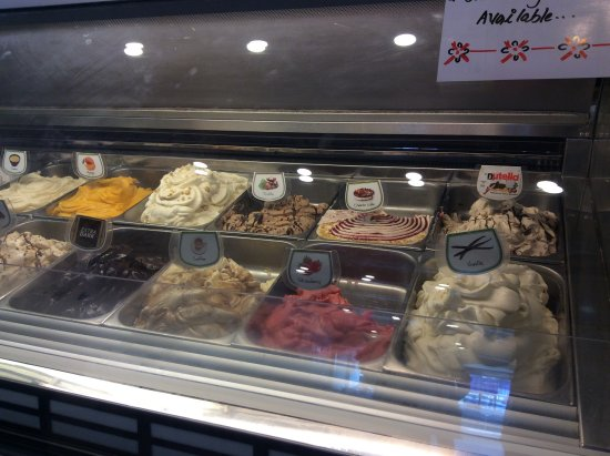 Milano Ice Cream : Flavours on display