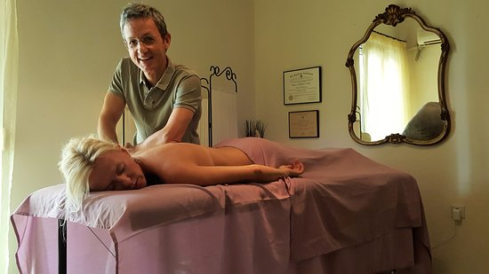 Alimos, Grecia: Deep Tissue Massage for releif of chronic back pain or other muscle injuries.