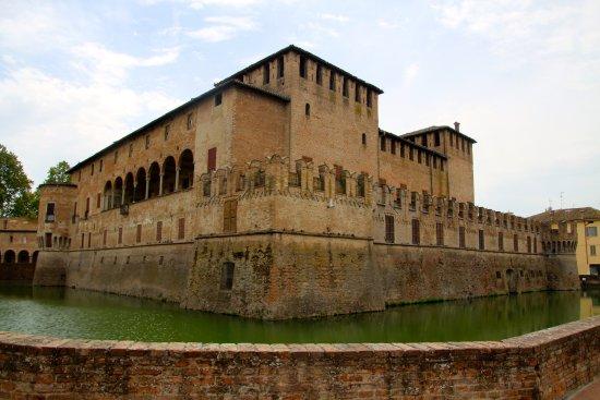Fontanellato, Italy: La Rocca ed il fossato