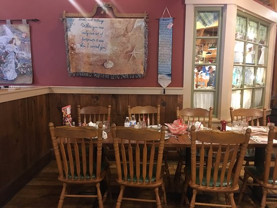 Breezewood, Pensilvania: Bob Evans dining room, a taste of country.