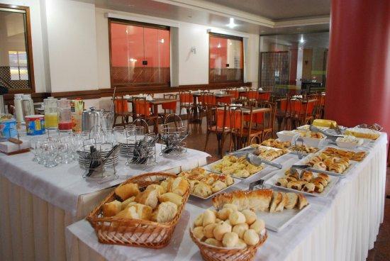 Champagnat Praia Hotel : Café da Manhã