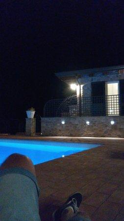 Marano sul Panaro, Италия: Piscina di notte