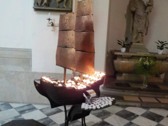 Brno, Tjeckien: Candle boat inside cathedral