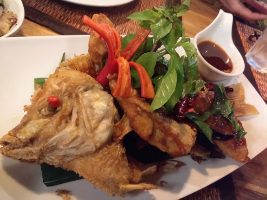 Whole fried fish picture of phensiri thai restaurant for Fried fish restaurants
