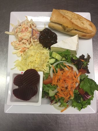 Llangorse, UK: Cheese salad