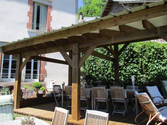 La Maison de Jeanne : Espace repas en extérieur