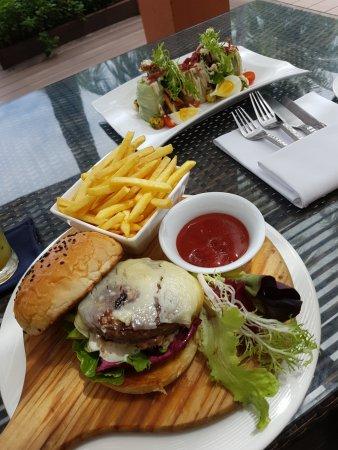 La Sal at Casa Del Mar: Burger