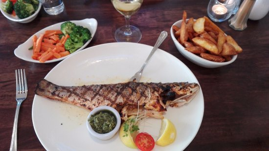 Strandhill Lodge and Suites Hotel: Dining at The Venue beside The Strandhill Hotel