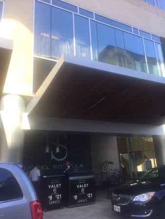 Hotel Sorella CITYCENTRE: Hotel Sorella was great and super friendly staff! RAPHAEL was an awesome valet!!! Highly recomme