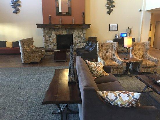 AmericInn Hotel & Suites Fargo South — 45th Street: photo2.jpg