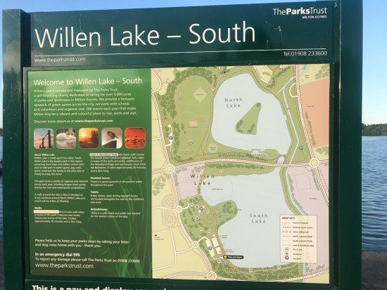 Premier Inn Milton Keynes East (Willen Lake) Hotel: lake is about 3 1/2 miles around