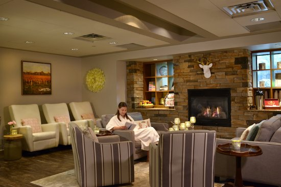 Spa lounge picture of the pillar and post inn spa and for Salon lounge