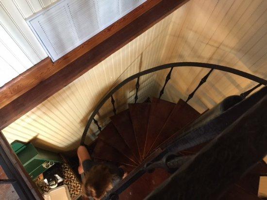 Gruene Mansion Inn Bed & Breakfast: The spiral staircase in Sunday Haus 21... not good for elderly
