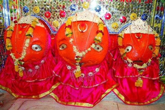 Jalna, الهند: Matsyodari Devi (Mahakali,Mahalakshmi,Mahasaraswati)