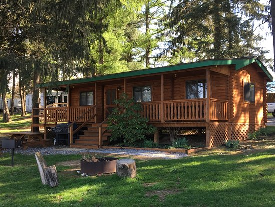 Roamers' Retreat Campground: B1 cabin exterior