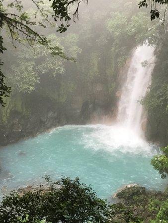 Tenorio Volcano National Park, Κόστα Ρίκα: La meilleure vue de la cascade ce jour avec la brume...