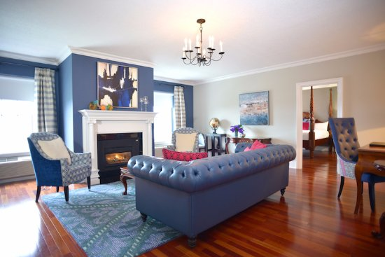 Queen's Landing: Royal Suite Living Area