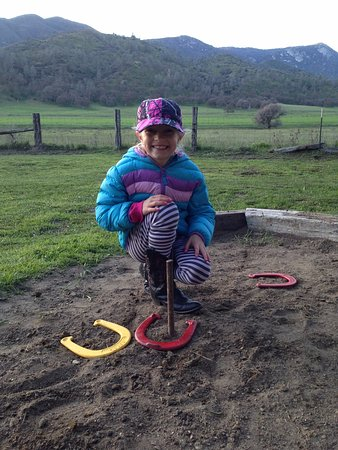 Caliente, Californië: The meadow BBQ is not complete without a fun game of horseshoes.  Weekly on Sunday and Wednesday