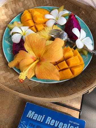 Ocean Breeze Hideaway: Beautiful, healthy breakfast!