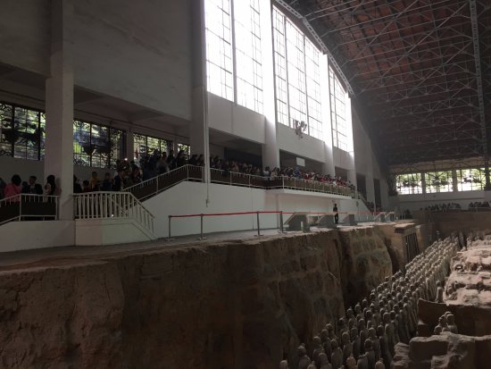 The Museum of Qin Terra-cotta Warriors and Horses: Muitas pessoas no mesmo objetivo