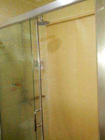 Hotel Essencia: Im Bad War Eine Begehbare Dusche.