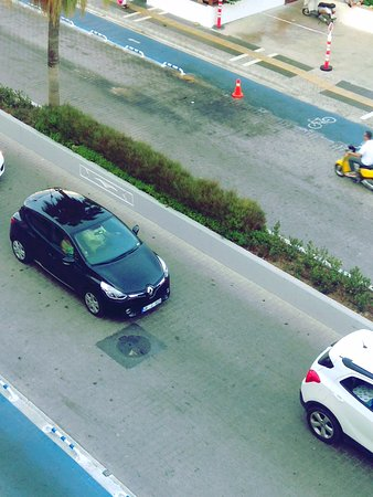 Civril, Turki: Дорога под окнами