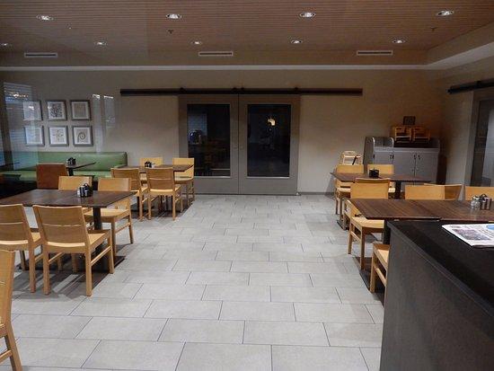 Country Inn & Suites By Carlson, Springfield: Breakfast room