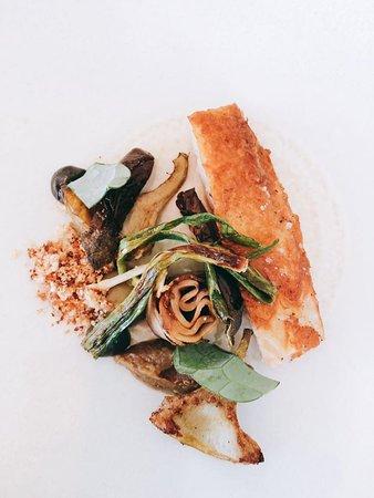 Pintade - girolles – aubergine, oignon cébette & jus à la sauge.